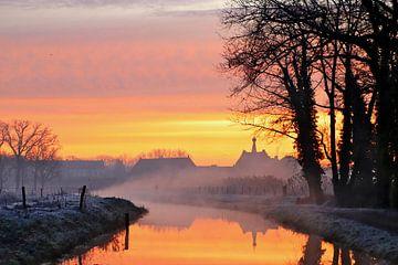 Bunter Sonnenaufgang mit Nebel über der Demer in Hasselt von Kurt Vanvelk