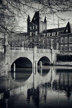 Abstederbrug en het Hiëronymushuis in Utrecht.   (Utrecht2019@40mm nr 14) van De Utrechtse Grachten