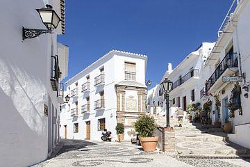 Das weiße Bergdorf Frigiliana, Andalusien von Antwan Janssen