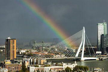 Regenboog in Rotterdam von Michel van Kooten