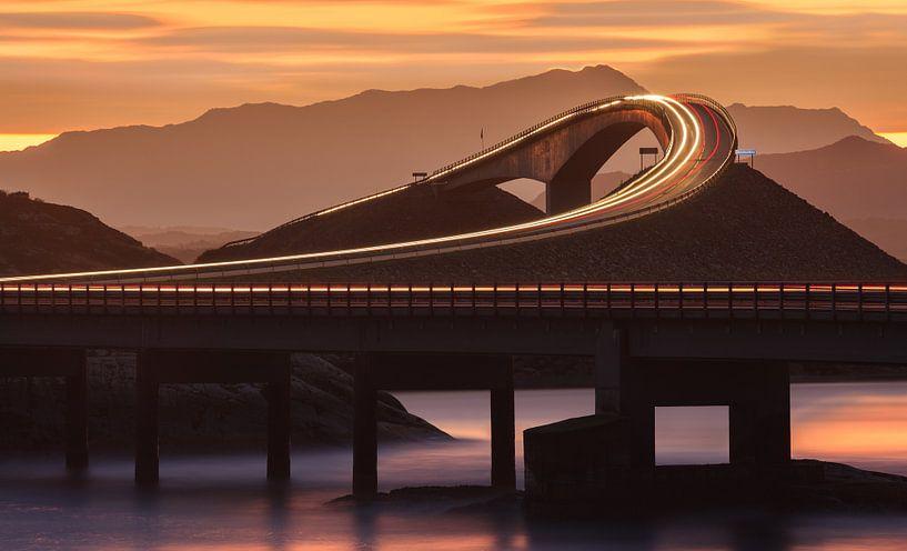The Atlantic Ocean Road before sunrise, Norway van Henk Meijer Photography