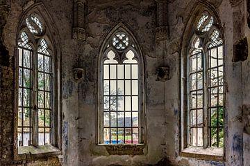 Een oude kapel in een verlaten gebouw in Belgie von Steven Dijkshoorn