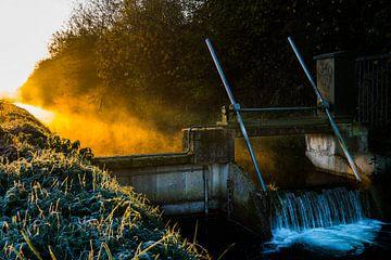 Watersluis bij zonsopkomst van Wouter Cornelissen