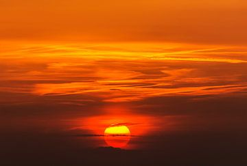 Zonsondergang in Zuid-Limburg van John Kreukniet