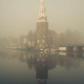 Montelbaans toren in de mist #1 van Roger Janssen