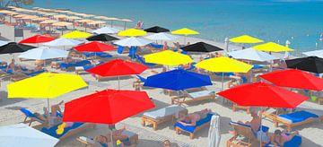Parasols op strand von Rob IJsselstein