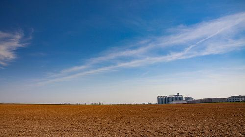 Landbouwgrond met schuur van