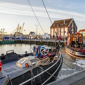 Zonsopkomst in de haven van Oudeschild op Texel / Sunrise in harbour of Oudeschild on Texel von Justin Sinner Pictures ( Fotograaf op Texel)