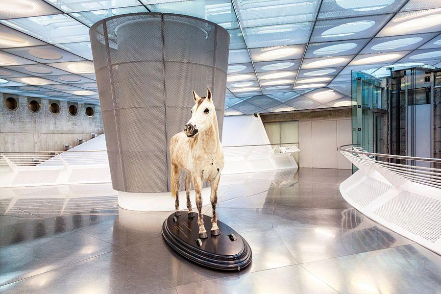 Entree Mercedes-Benz museum in Stuttgart, in Duitsland