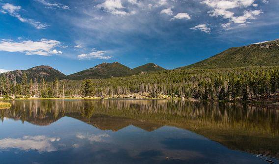 Lily Lake Rocky Mountains NP van Ilya Korzelius