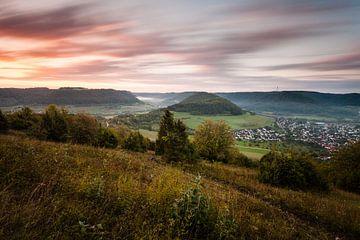 Sonnenaufgang mit Nebel auf der Schwäbischen Alb sur Jiri Viehmann