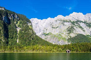 Uitzicht op de Königssee in het Berchtesgadener Land van Rico Ködder