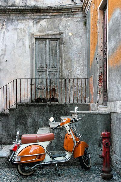 Vintage scooter  van Violet Johan