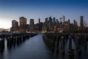 Manhattan bij zonsondergang van Alexander Schulz