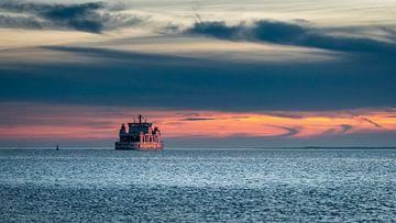 Fähre im Sonnenuntergang von Steffen Peters