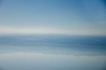 Fünfzig Schattierungen von Blau in Jordanien von Bastiaan Buurman