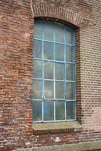 Fenster eines alten Lagerschuppens von Jeffry Clemens