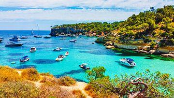 Mallorca strand met boten van Mustafa Kurnaz
