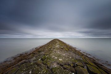 Een golfbreker op het eiland Terschelling in de wadden zee! van Peter Haastrecht, van