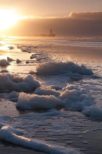 Scheveningen by dawn - 2 van Damien Franscoise