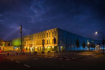 Stadhuis IJsselstein / Fulco Theater bij avond van Tony Buijse