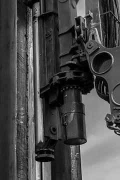 Kop hydraulische drukmachine damwand, zwart-wit von Maike Meuter