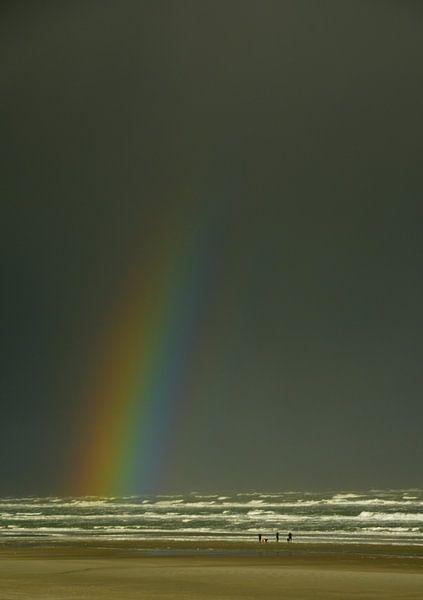 regenboog strand bij buren ameland van Erwin Reinders