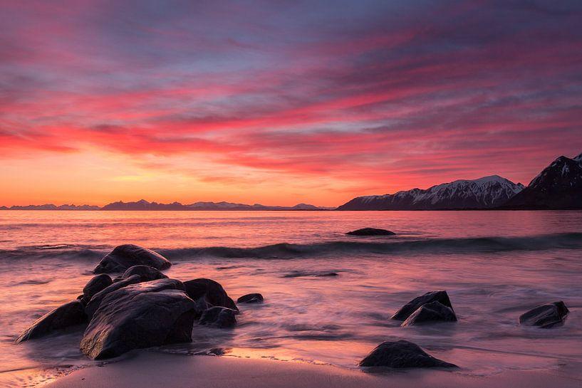 Zonsopgang op de Lofoten (Noorwegen) van Heidi Bol