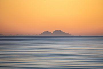 Uitzicht op Marokko vanaf Fuengirola over een rustige middellandse zee. Wout Kok Photography ONE2exp van Wout Kok