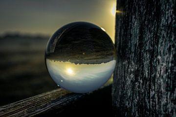 wierden door een glazenbol van Tom Knotter