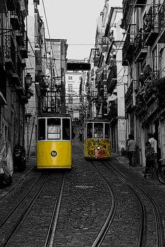 De beroemde trams in Lissabon van Danielle van Leeuwaarden