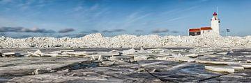 Kruiend ijs bij de vuurtoren op Marken van Frans Lemmens
