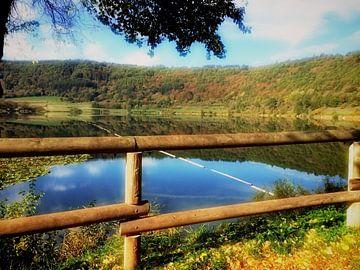 Uitzicht over het meer. von Mj de Kok