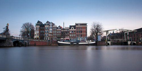 Blauwbrug over de Amstel van Wim Slootweg