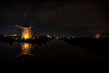 Mühlen bei Kinderdijk beleuchtet von Carola Schellekens