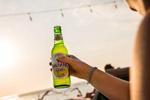 Bintang biertje op het strand van Bali