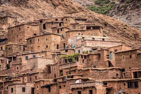Uit leem opgetrokken kameleon dorp in het midden atlas gebergte in Marokko