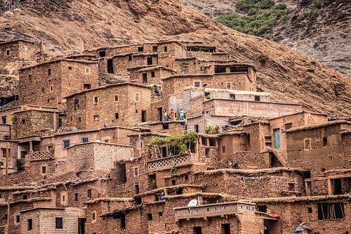 Uit leem opgetrokken kameleon dorp in het midden atlas gebergte in Marokko van