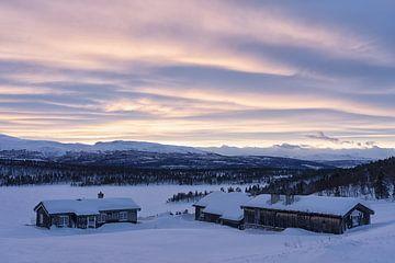 Avondstemming in winterlandschap van Angelika Stern