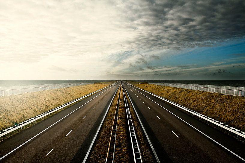 Zonsondergang afsluitdijk van Marloes Bogaarts