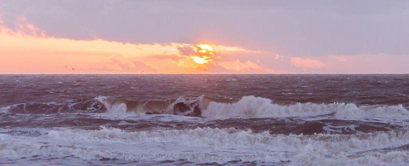 Sunset & Waves van Alex Hiemstra