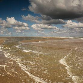 Lang de waterlijn Texel van Ronald Timmer