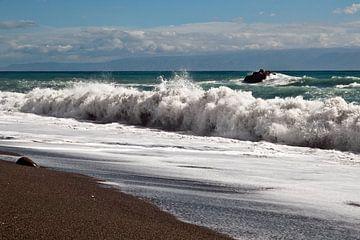 Magische Wellen an der Ostküste Siziliens von Silva Wischeropp