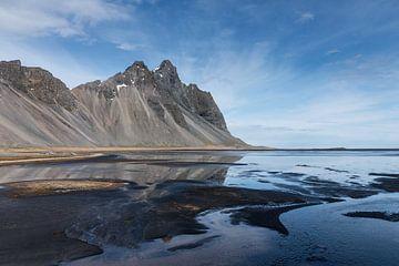 De berg Vestrahorn aan de zuidkust van IJsland van