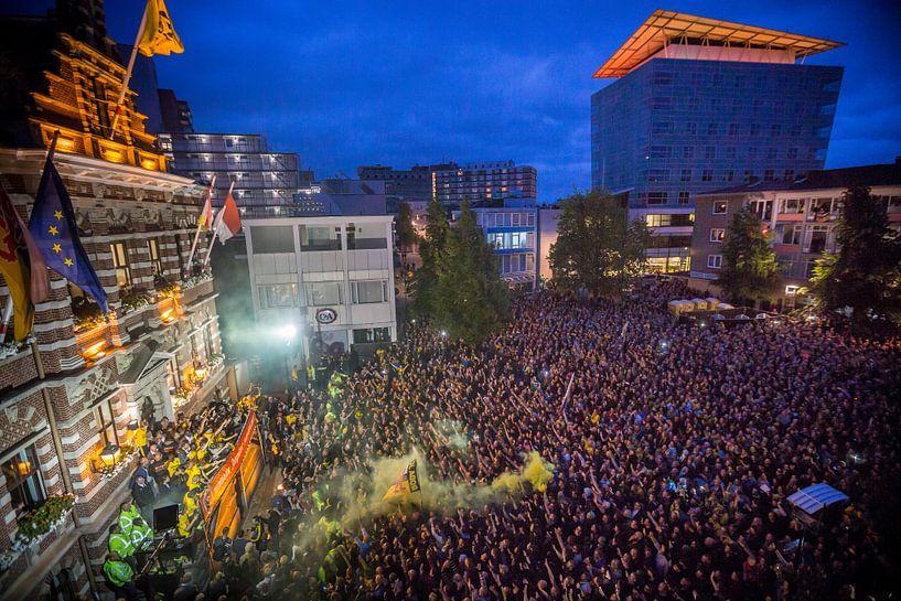 Huldiging Roda JC op de Markt in Kerkrade na winnen finale Play-Offs van Luc Lodder