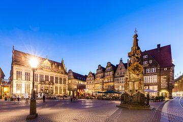 Marktplatz mit dem Roland in Bremen bei Nacht von Werner Dieterich