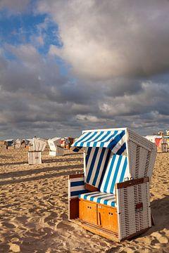 Strandkörbe am Strand von Sankt Peter Ording bei Sonnenaufgang von Markus Lange