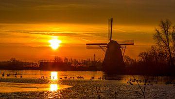 Gekleurde, licht bewolkte  zonsopkomst von Ab Donker