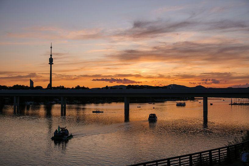 Zonsondergang over de Donau van Florian Kampes