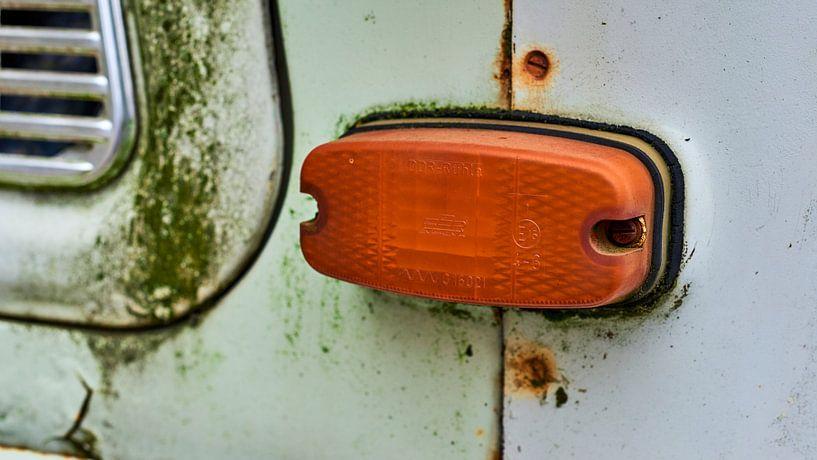 Richtingaanwijzer, knipperlicht, van een Trabant van Jenco van Zalk